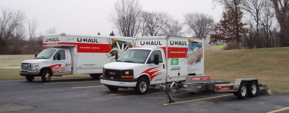 U Haul 20 And 10 Foot Trucks And Auto Transport U Haul Truck Uhaul Truck Trucks