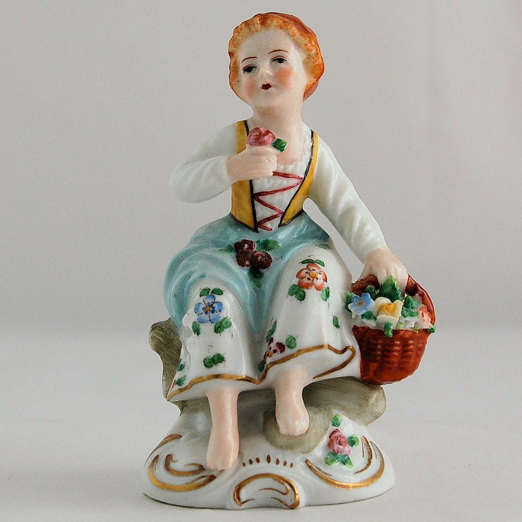 Vintage Sitzendorf Germany Porcelain Figurine Of Seated