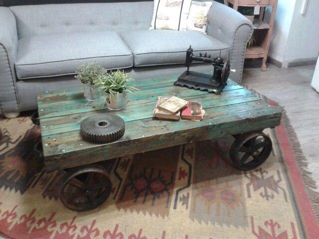 Mesa de centro industrial. Material reciclado. Color turquesa ...