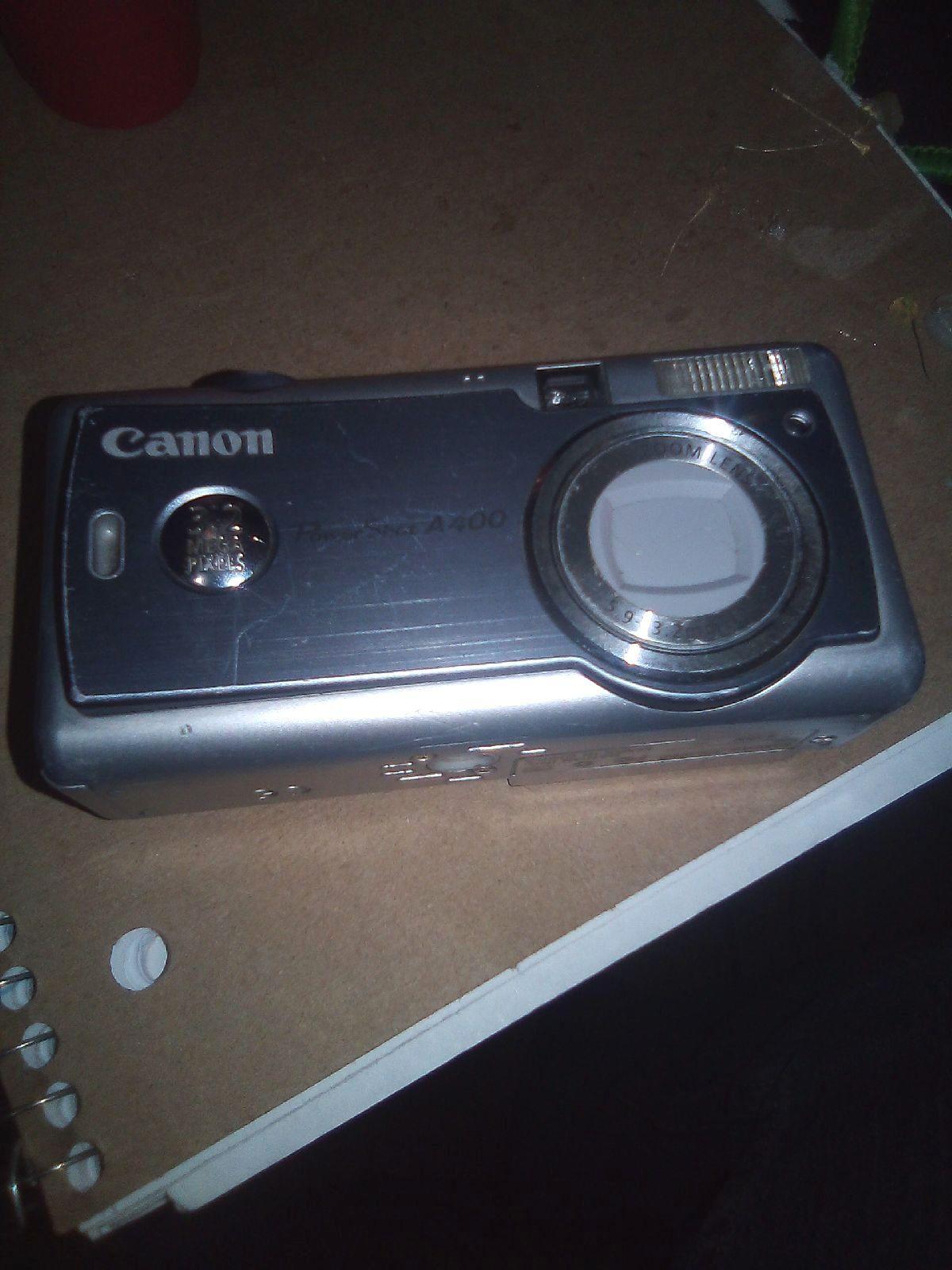 Canon Camera A Few Scratches Not Too Bad I Ll Send With Batteries Canon Camera Camera Canon
