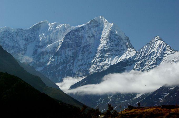 First Saudi woman climbs to top of Everest - Central & South Asia - Al Jazeera English