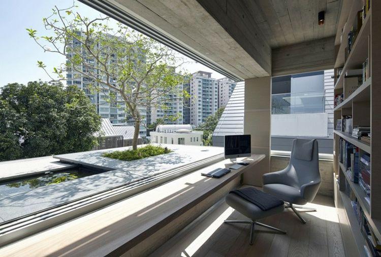 HomeOffice mit großen Schiebefenstern und #Teich in ...