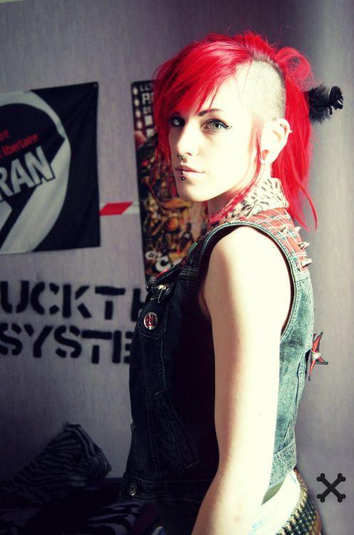 Berlin Rotzgor Haarschnitt Lange Haare Punk Mode Bauchfrei Madchen