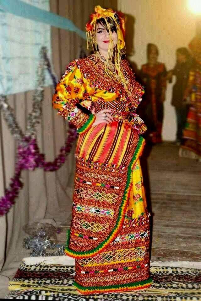 Algerienne de tizi ouzou danse pour son ami oranais - 2 part 4