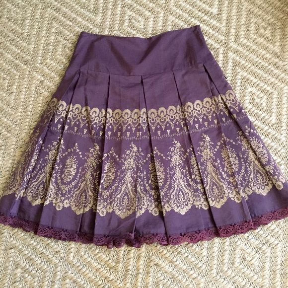 Anthropologie Pleated Skirt, Size 6 Gorgeous Anthropologie skirt! Deep brown with gold Indian print. Box pleats to make the skirt full. EUC. Fully lined and has lace trim. Odille is the maker. Size 6. Anthropologie Skirts A-Line or Full