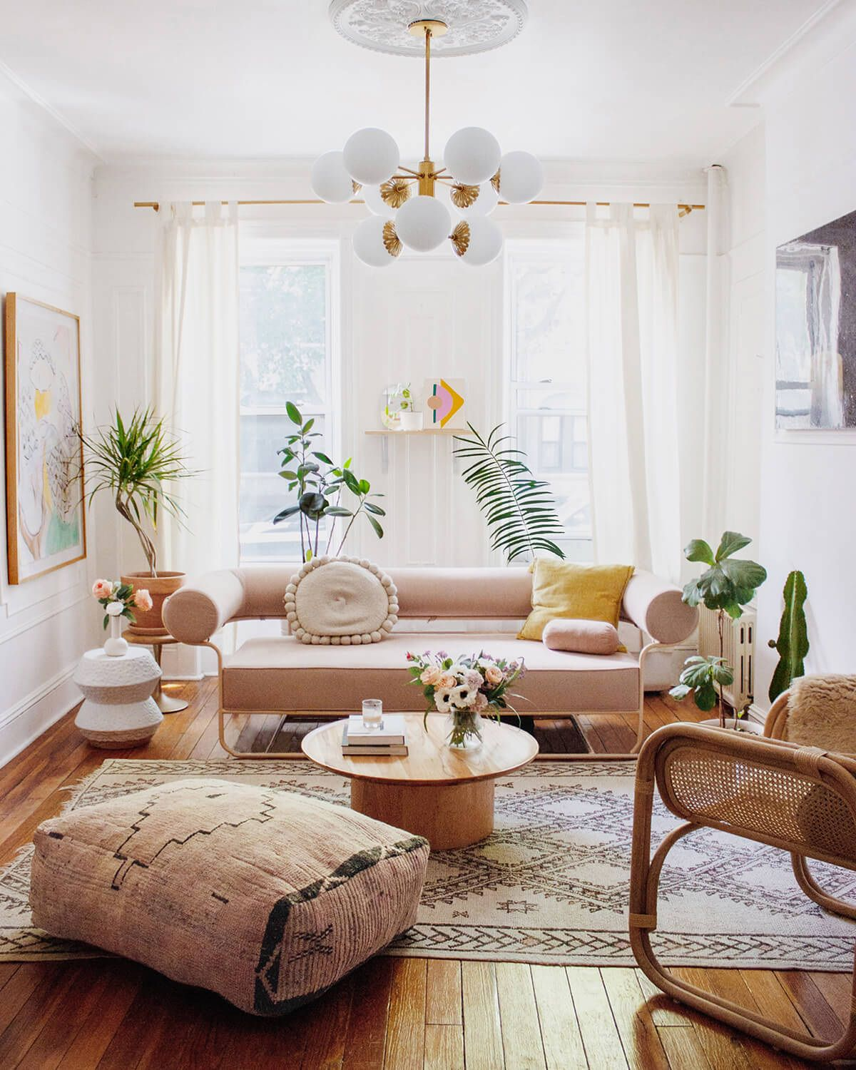 55 Simple Decorating Ideas For Small Living Room 2021 Apartment Living Room Design Living Room Decor Apartment Small Apartment Living Room Design