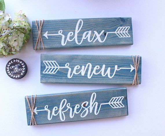 Charmant Rustic Bathroom Decor, Bathroom Signs, Bathrooms Decor, Bathroom Ideas, Arrow  Decor, Farmhouse Bathrooms, Top Coat, Painted Wood, Hand Painted