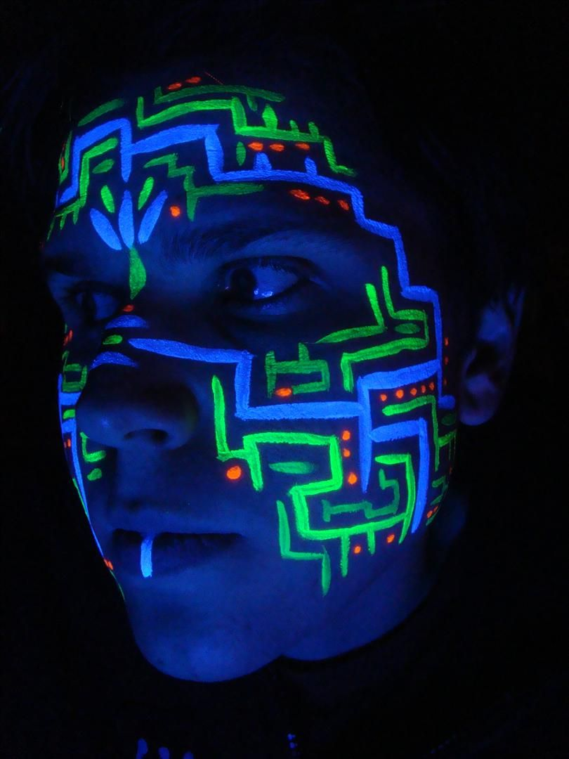 Uv Circuitboard Face Paint 2 By Faeriegem On Deviantart Neon Face Paint Uv Face Paint Glow Face Paint