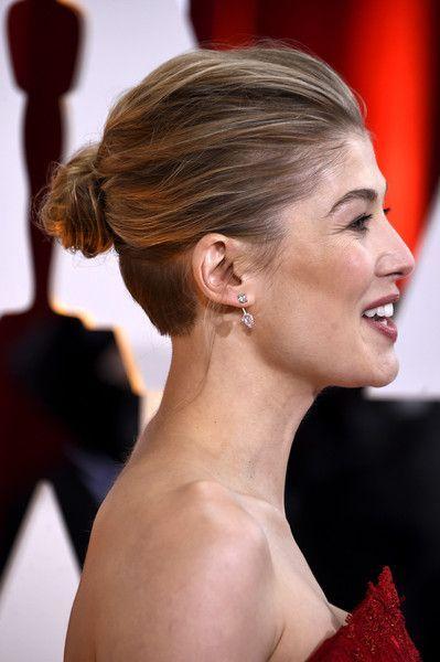 Rosamund Pike S Unassuming Bun Asian Hair Undercut Hairstyle Names Oscar Hairstyles