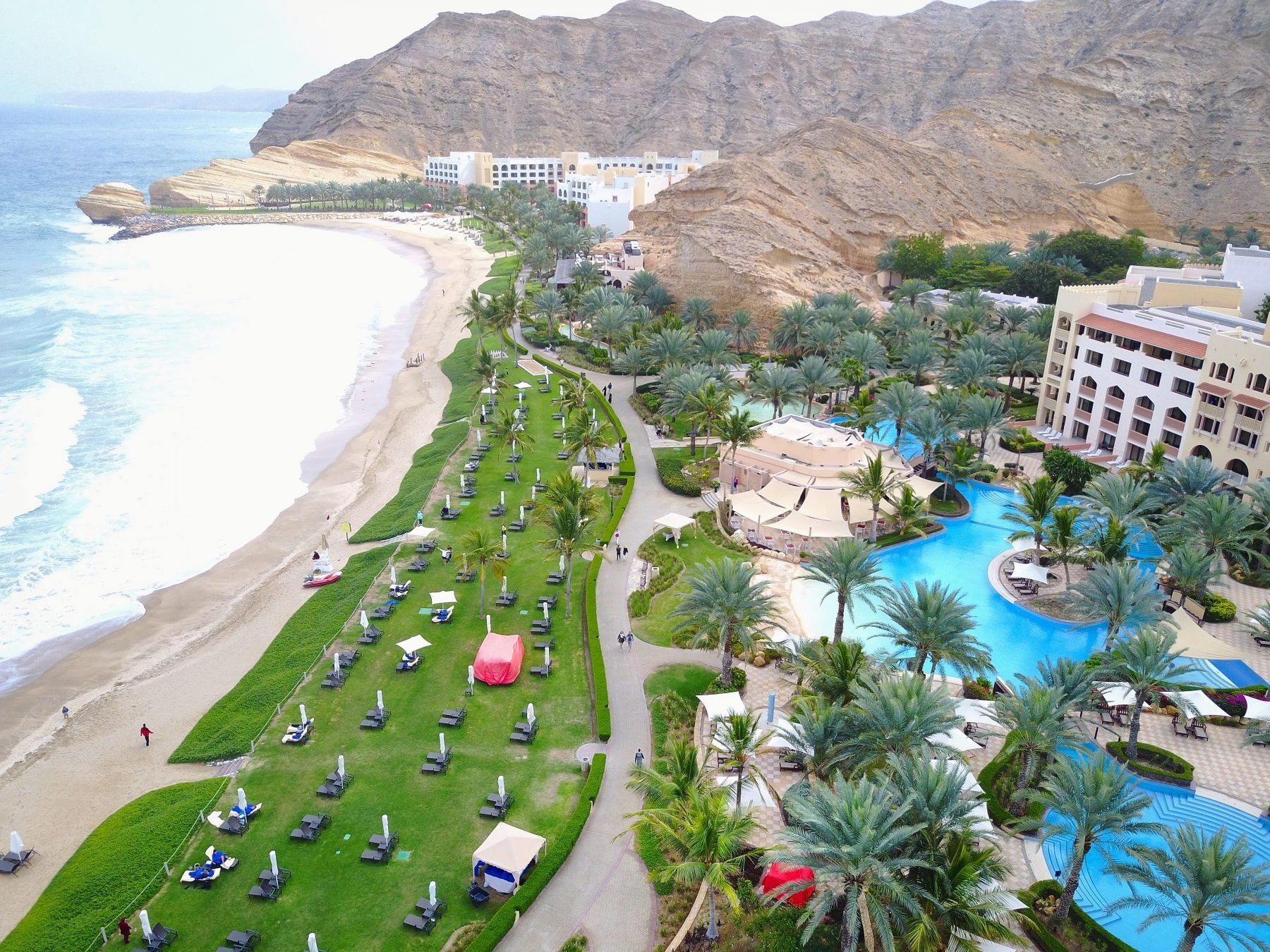 Living It Up In Muscat Oman Pure Luxury At The Shangri La Barr Al Jissah Resort Spa Hotels And Resorts Resort Spa Shangri La Hotel