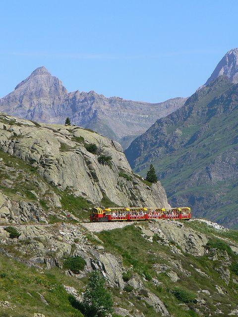 Le Petit Train d'Artouste, the highest touristic railway in Europe, Pyrénées, France (by www.pyrenees-bearnaises.com).