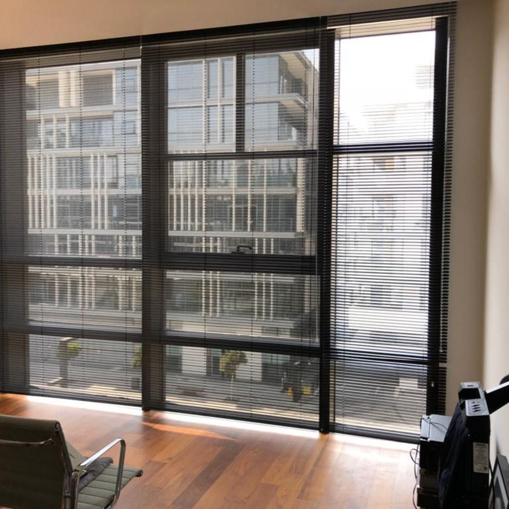 An Area Of Specialty For Us Is Commercial Office Blinds In Dubai Alone We Have Fitted 100 S Of Offices And Workplaces With Durable Yet Sty Blinds Office Blinds Roller Blinds