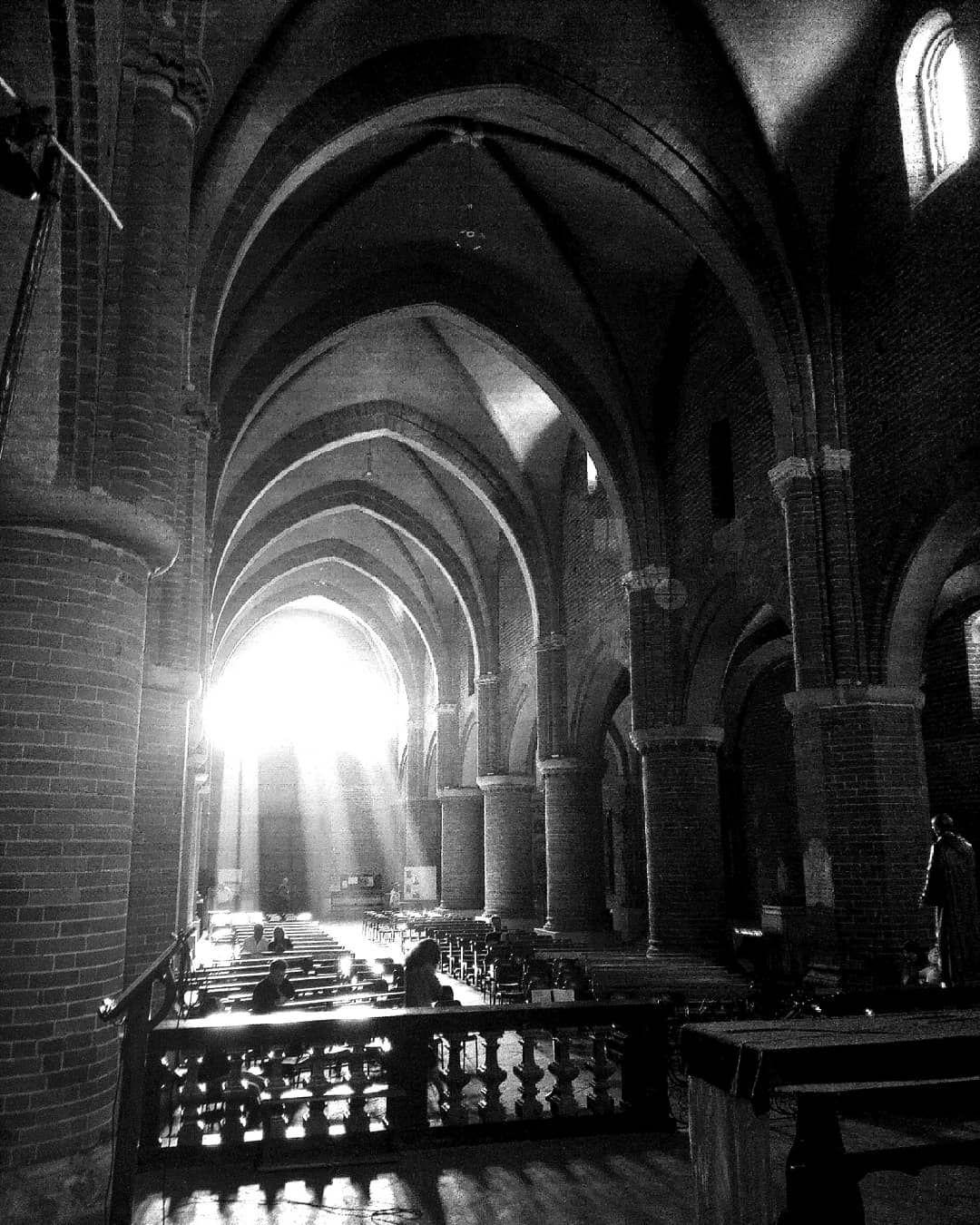 Abadía de Morimondo #photography  #photographylovers  #travelitaly #travelphotography  #blackandwhitephotography #church...