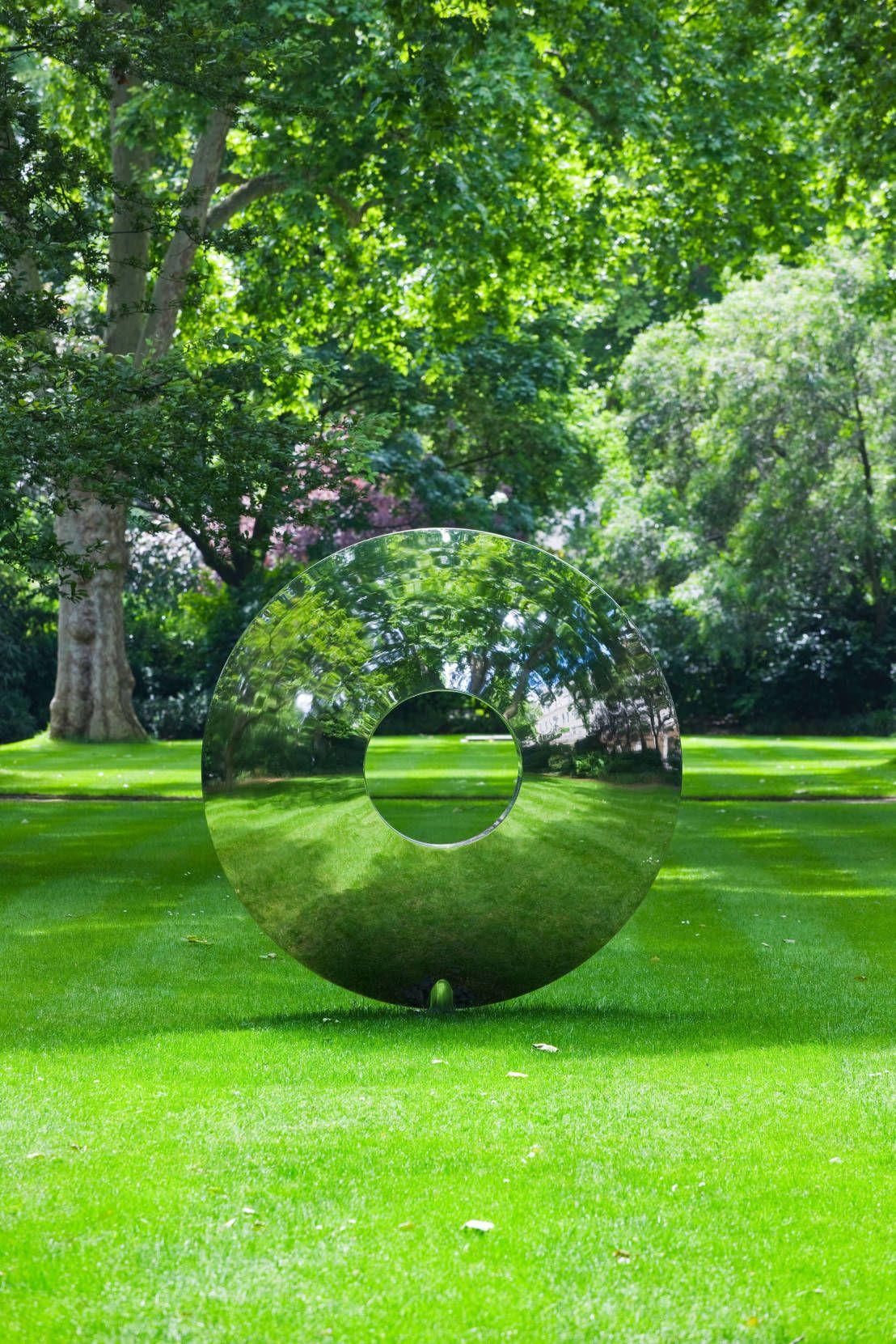 Skulpturen Im Garten Homify Outdoor Sculpture Outdoor Art Yard Art