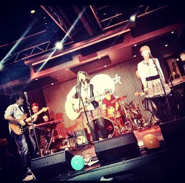Daphne Willis and John Oates at Hard Rock Cafe, December 19th, 2012. // Tim Lauer, organ; Chris Faulk, keys; Steve Mackey, bass; Nir Zidkyahu, drums; Samantha Stephens, backup vocals