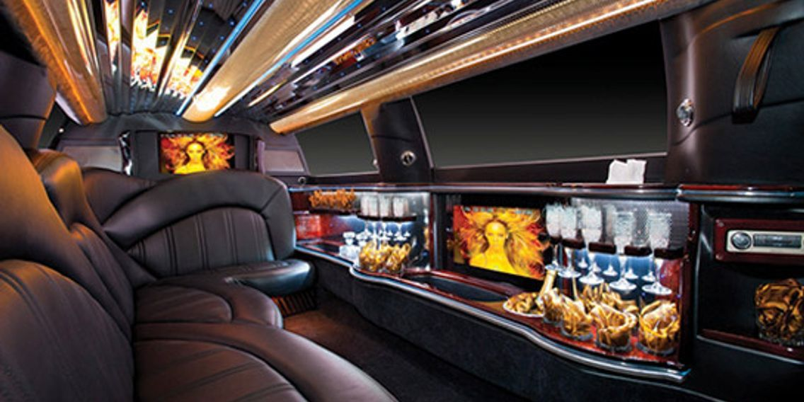 Benedict provides limo rental services for sightseeing