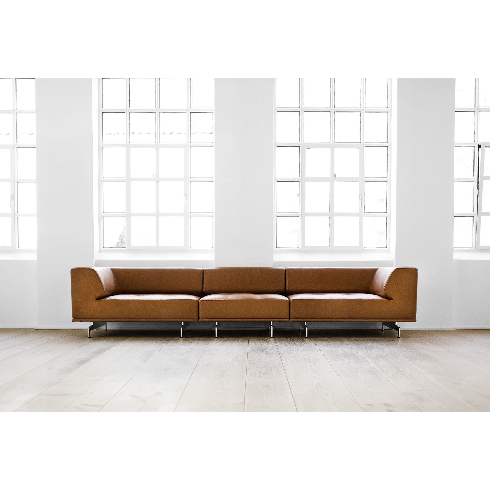 EJ 450 Delphi sofa by Erik Jorgensen The asymmetry between the