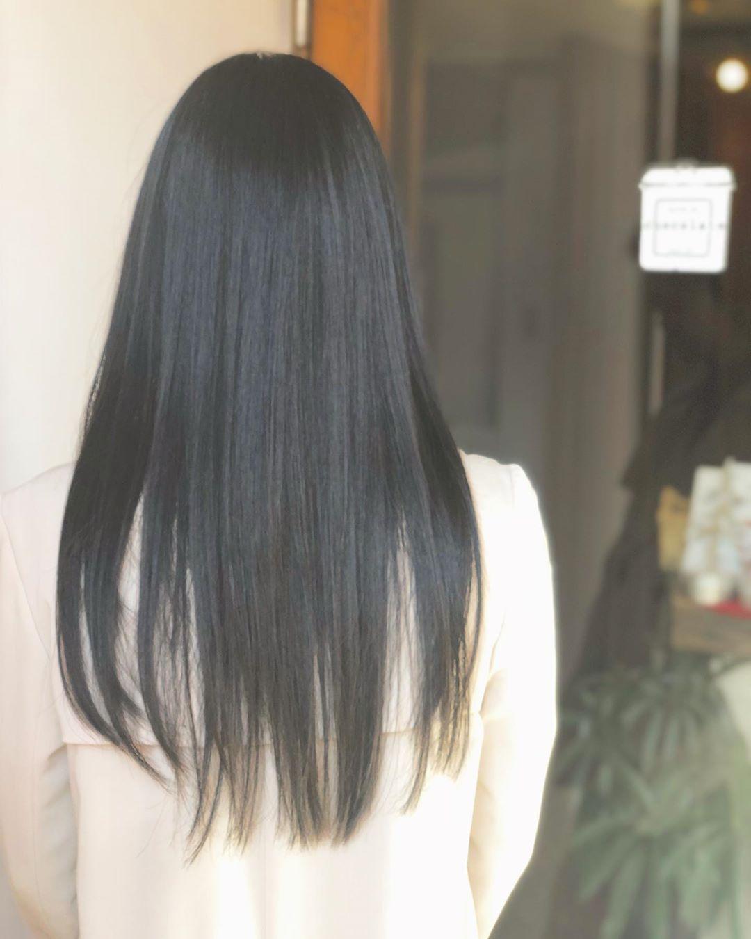 黒髪ロングのサラツヤストレート 伸ばしたいけど毛先のダメージが