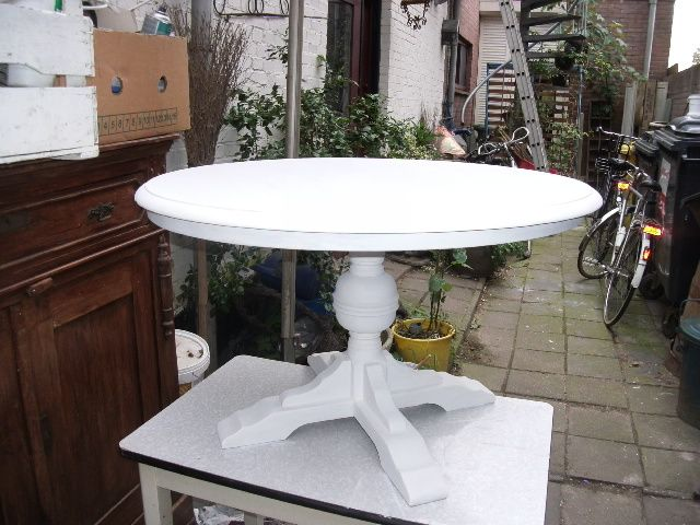 Ronde Brocante Eettafel Wit.Brocante Ronde Tafel In De Witte Verf Kitchens Interieur