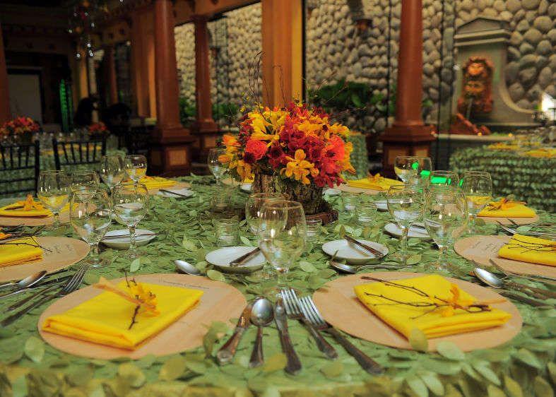 Weddings Costa Rica - wedding table setting zephyr