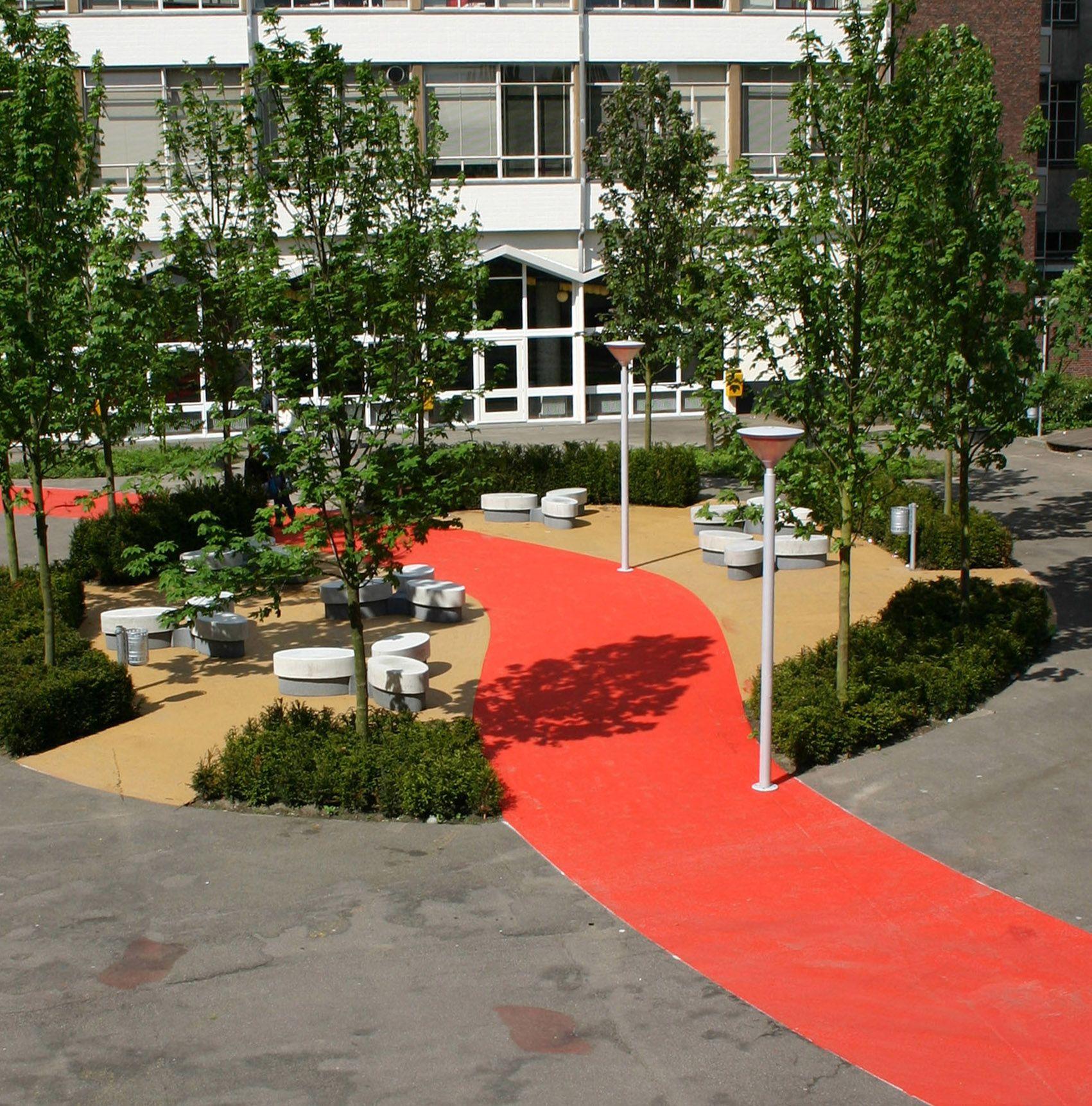 www.hendrikshoveniers.nl  schoolpleinen, aanleg schoolplein, natuurlijk spelen, middelbare school, tuin aanleg, tuinarchitectuur, cortenstaal, hangplekken, jongeren, hoge school, schoolplein, tuinontwerp, exclusieve tuin, strakke tuin, moderne tuin.