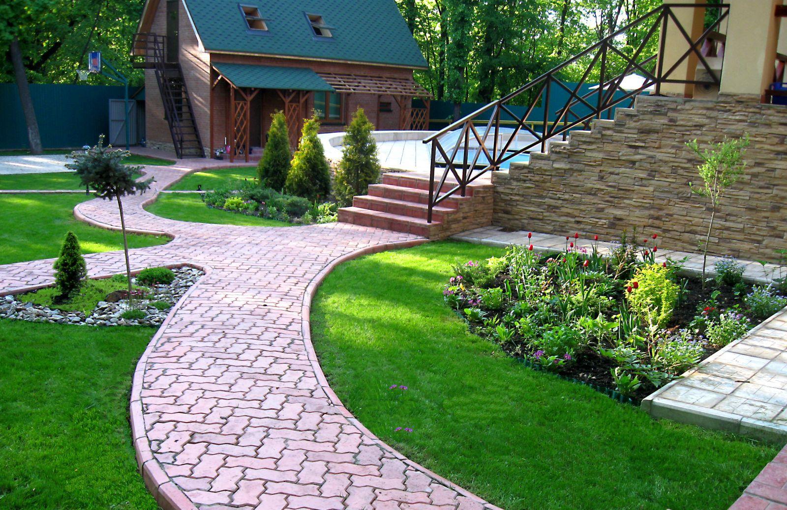 ландшафтный дизайн двора частного дома 6
