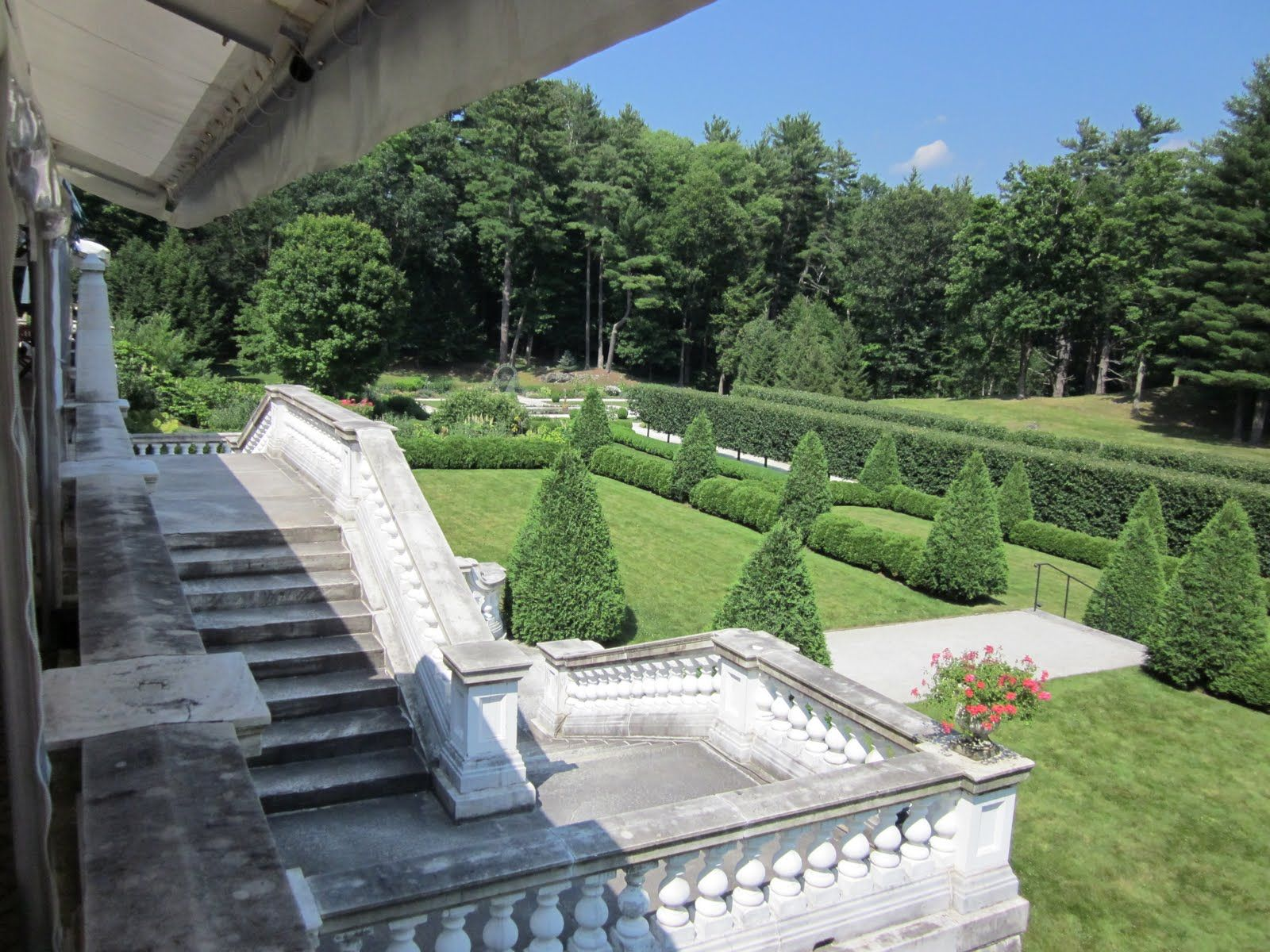 Photos of italian villa architecture design italian for Gardens and villa