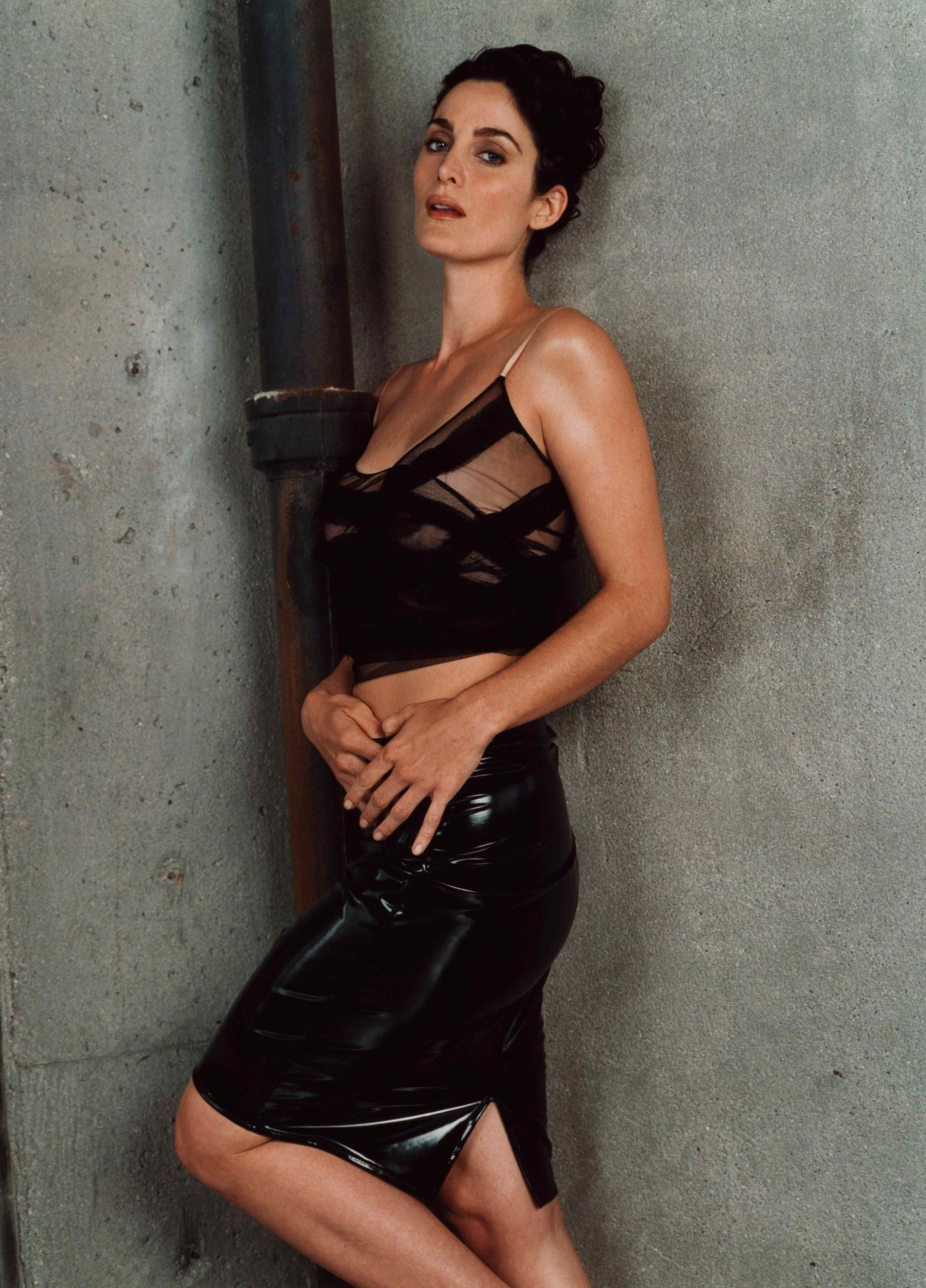 Carrie anne moss sexy ass, extremly wet pussy squirt