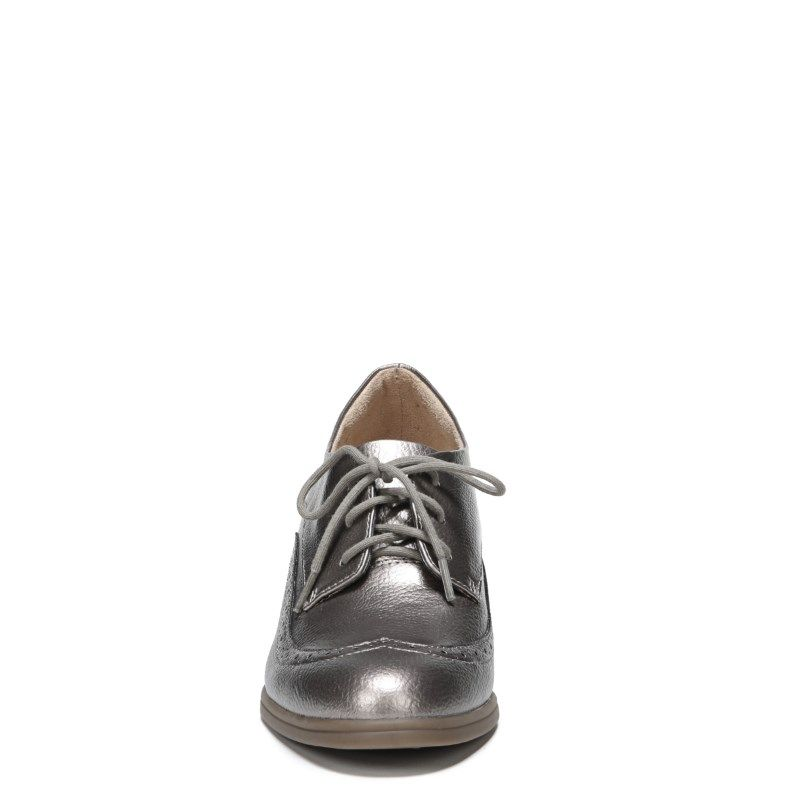 62cac2a436c6 Naturalizer Women s Herlie Medium Wide Oxford Shoes (Nickel)