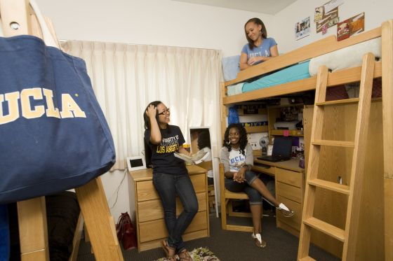 Best The Inside Of A Triple Shared Dorm Ucla Anderson School 400 x 300