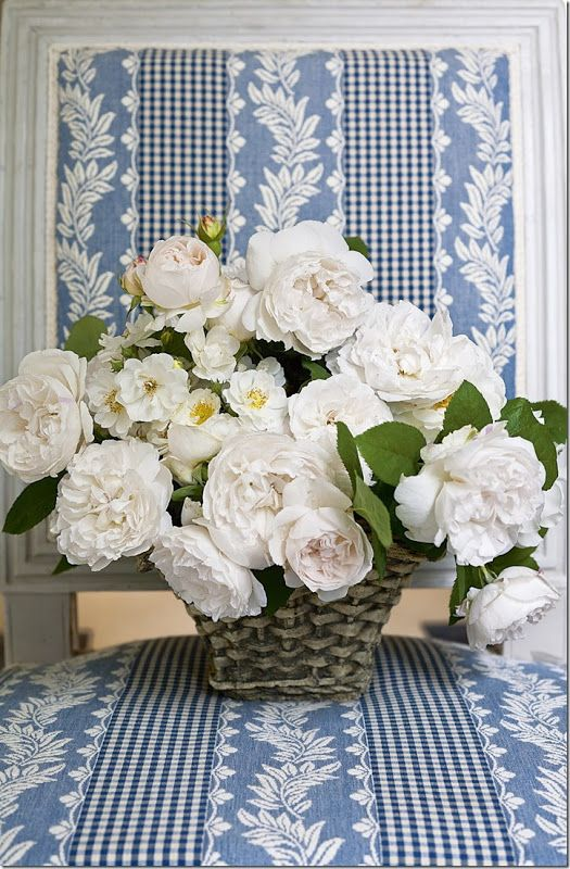 """Carolyne Roehm's """"Flowers"""" book - Pale pink and white David Austin roses"""