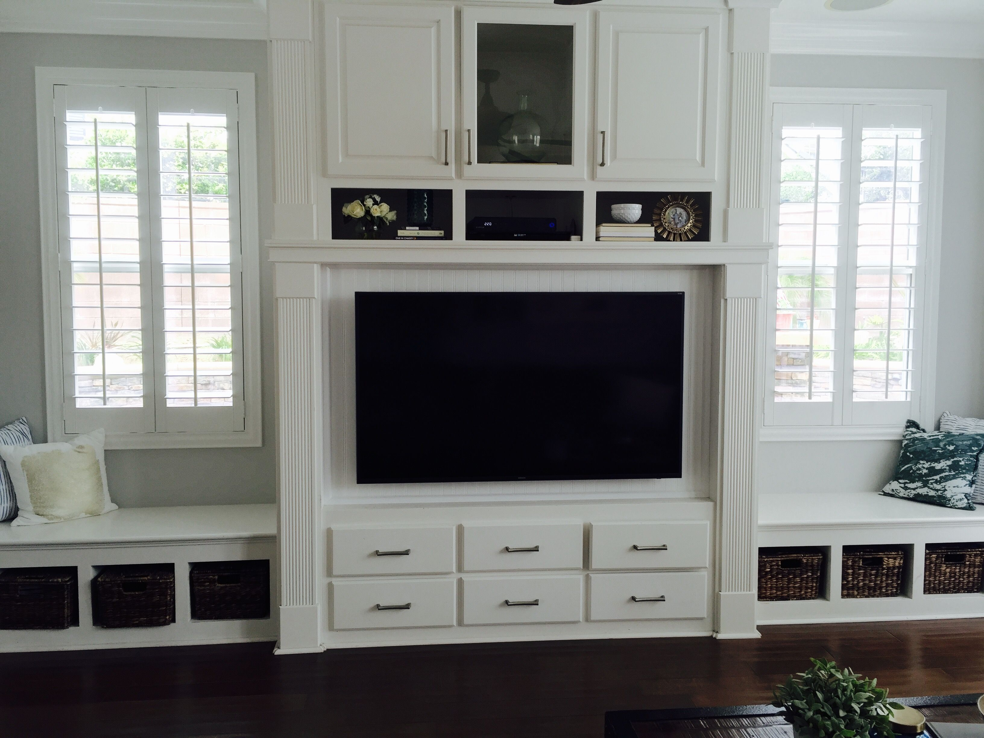Sensational Tv Built In With Bench Seating Remodel Ideas Living Squirreltailoven Fun Painted Chair Ideas Images Squirreltailovenorg