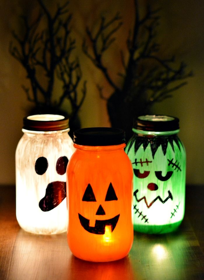 Glowing Halloween Mason Jars for Halloween