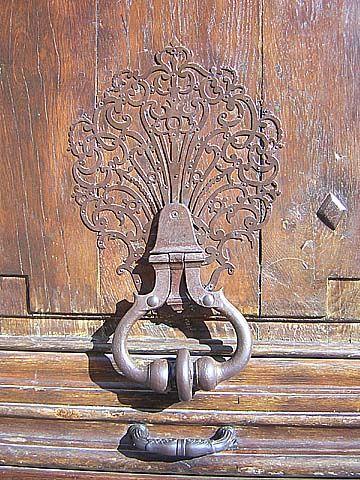 Heurtoir de porte  137 rue Vieille-du-Temple  Paris 75003  Photo numérique : Francis CAHUZAC