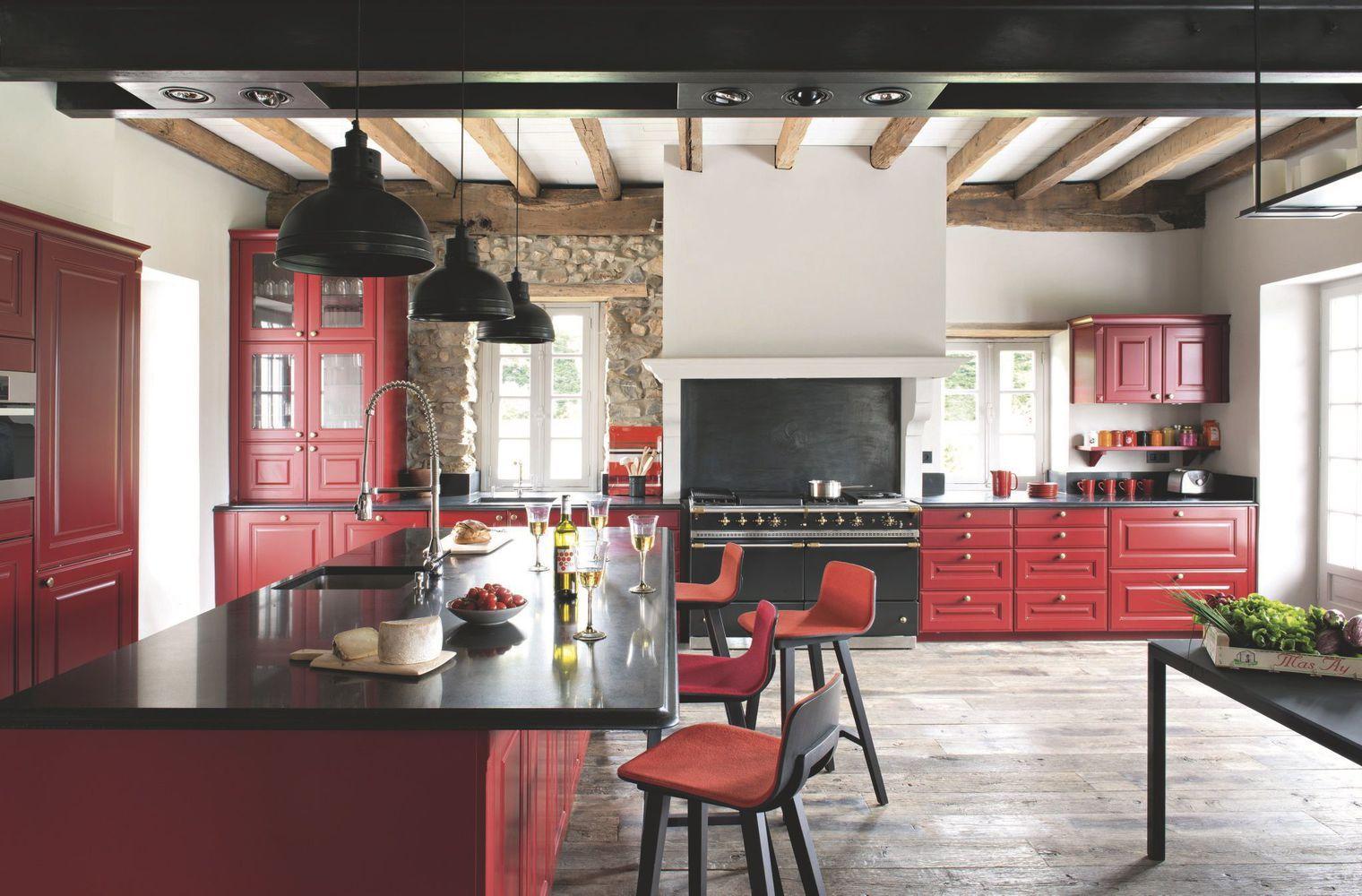 maison de famille au pays basque une ancienne ferme r nov e avec brio granit noir piano de. Black Bedroom Furniture Sets. Home Design Ideas
