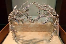 Resultado de imagem para tiaras de esmeralda e diamante