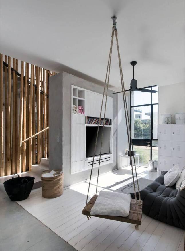 Un #salon original avec balançoire intérieure ! #déco #gris #blanc