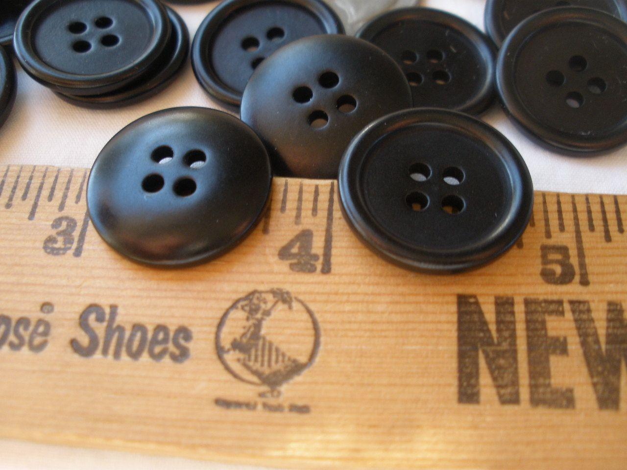 c46e00e08b9b9 20MM Matte black buttons 48 Plastic 32L 13/16