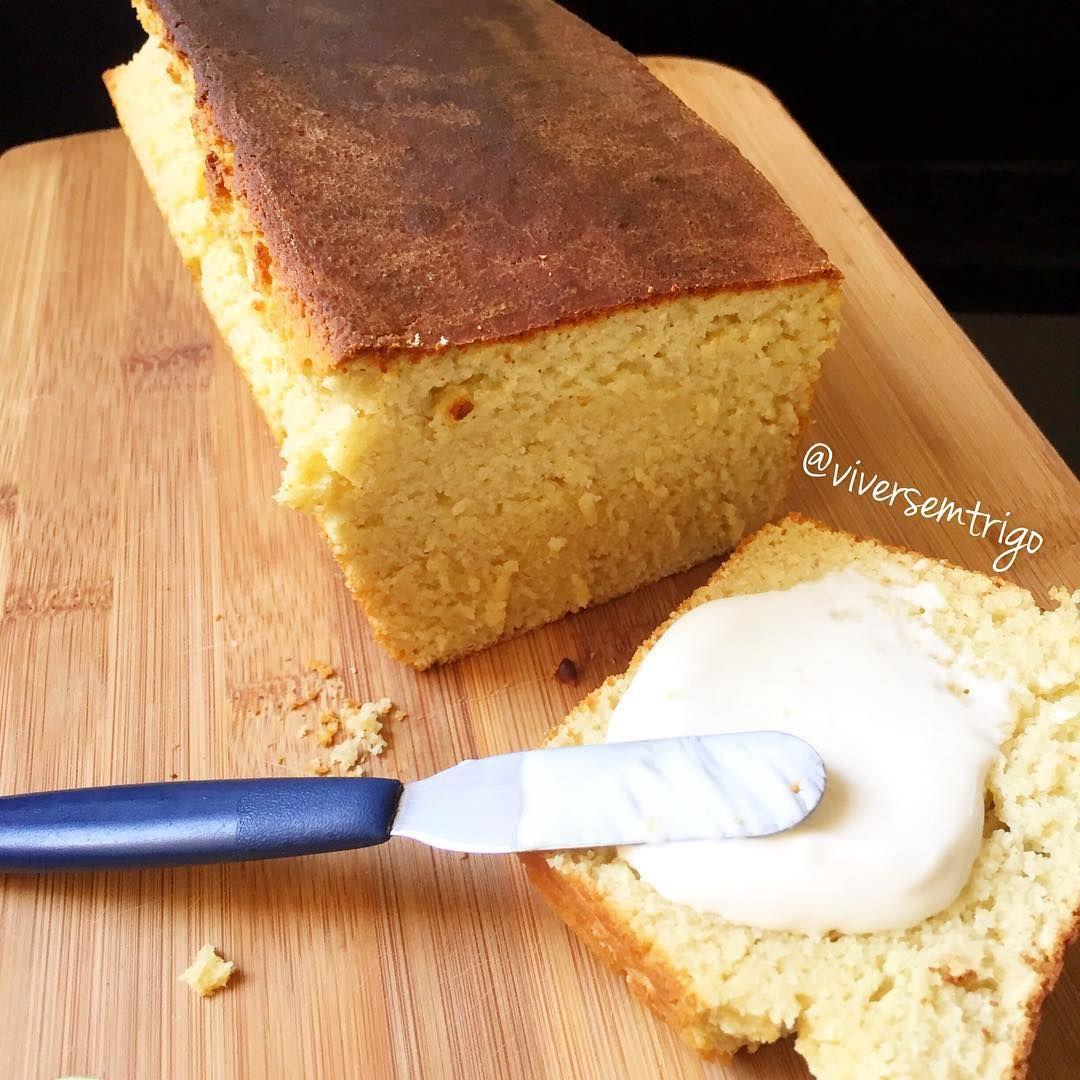 """""""Bom dia!!!! Hoje tem pão quentinho!!!! Feito agora!!!! E cheio de nutrientes  Pão de Aveia  3/4 xíc de água morna 2 col sopa de açúcar demerara  1 col…"""""""
