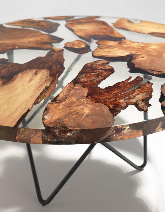 Úžasný stôl zo živice, v ktorej sú zaliate kúsky 50,000 ročného dreva | Renzo Piano