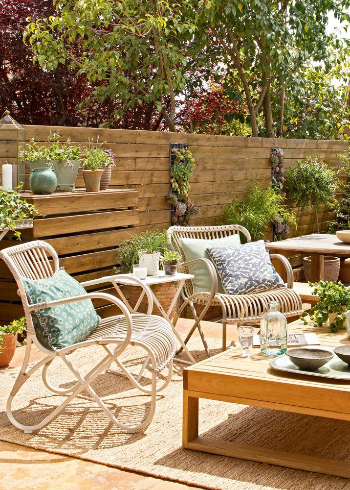 Terraza-con-muebles-de-madera-y-fibra-natural-y-plantas 406470 ...
