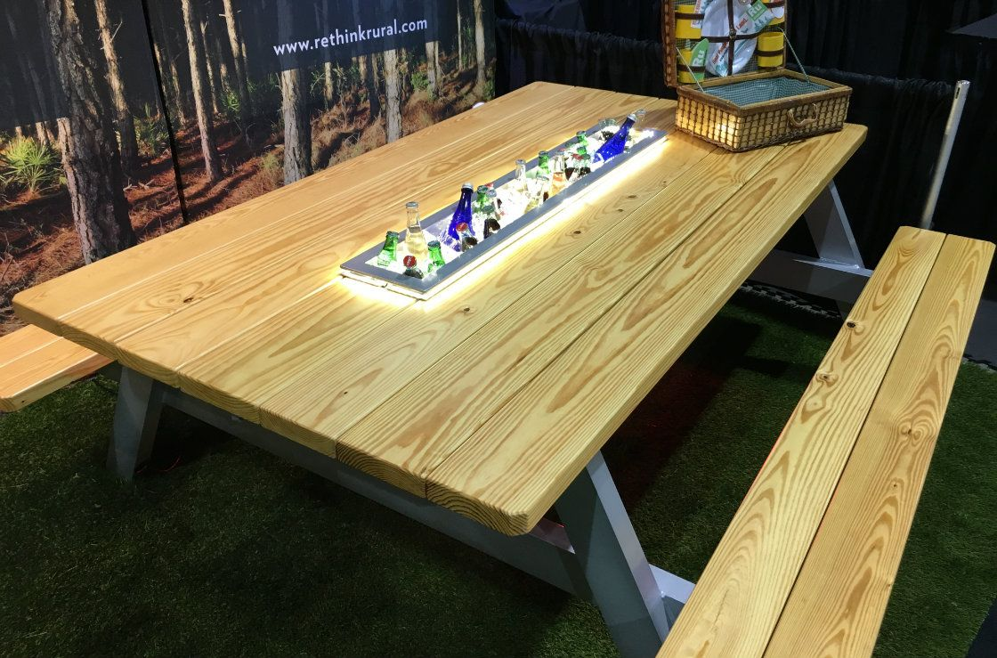 Good Master Craftsman Builds The Ultimate Picnic Table