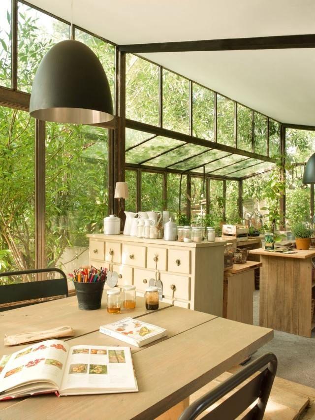 Möbel Für Wintergärten wintergarten pflanzen arbeitsbereich alte möbel interior