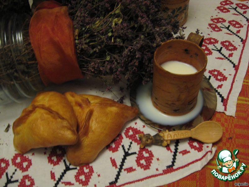 """Пироги с калиной...Ингредиенты для """"Пироги с калиной"""": Мука пшеничная (тесто - 0,8-1 кг, начинка - 2-3 ст.л.) Дрожжи (сухие) — 1 упак. Молоко (для опары) — 0,5 л Яйцо — 2 шт Сахар (тесто - 2-3 ст.л., начинка - 0,5 стак.) Масло растительное — 0,3 стак. Соль — 1 ч. л. Калина (пареная, для начинки) — 2 стак."""