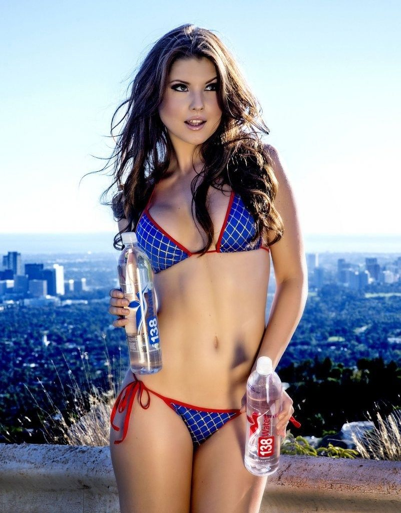 This Shot Of Amanda Cerny Kind Of Reminds Me Of A Young Lori