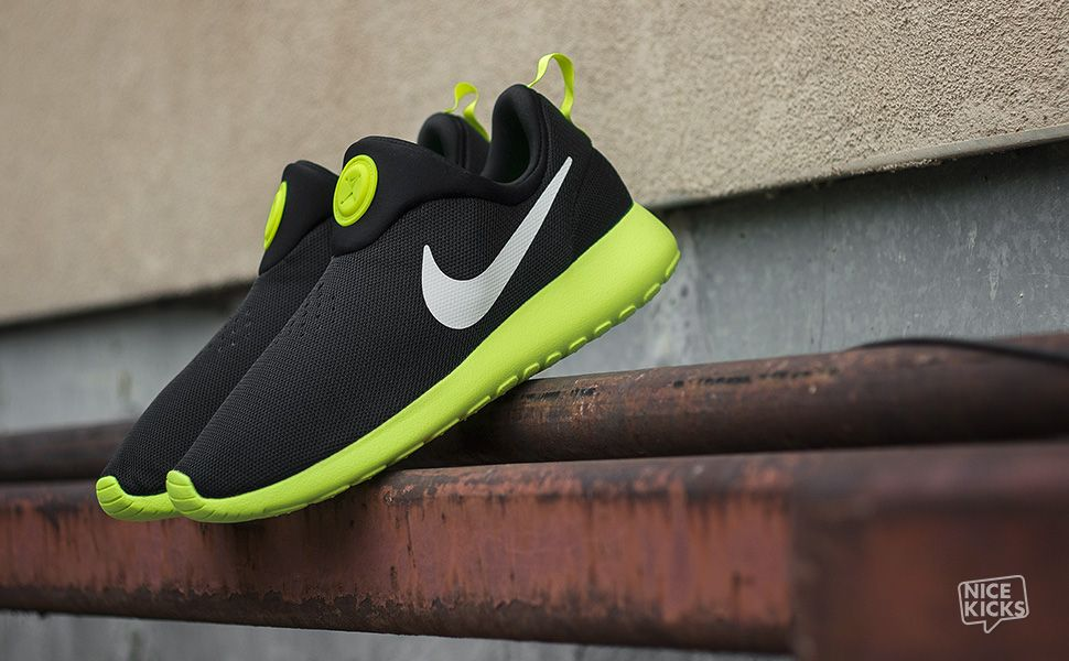 Nike Roshe Run Slip On Black/Volt Detailed Images