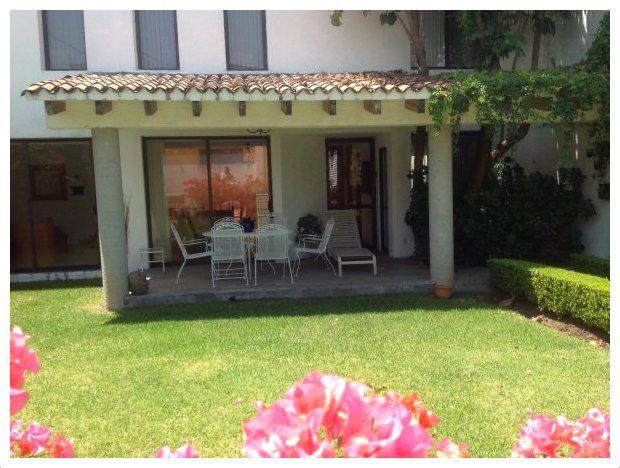 Casa peque as de dos plantas con terrasa fachadas for Fotos terrazas pequenas