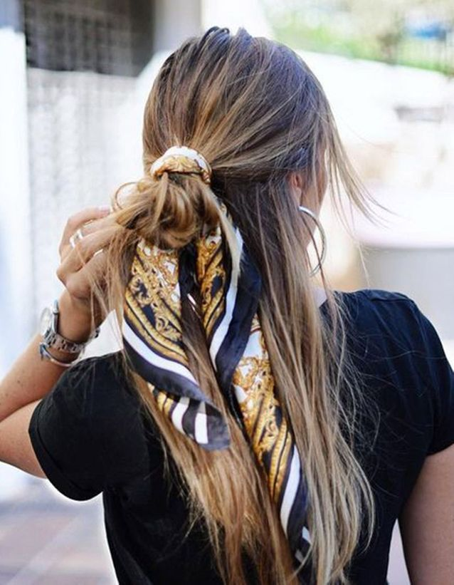 Coiffure avec un foulard en half bun
