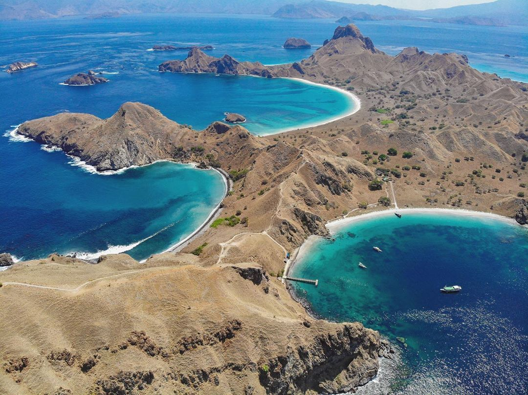 #drone #drones #dronephotography #dronefly #djimavicpro #dronestagram #dronepilot #dronephoto Its too hard to decide which is the most #beautiful #hike Ive done in the last years, but this Padar island on Komodo is OUT OF THIS WORLD.. would certainly be in the #top of the list. . #indonesia #komodo #trek #hike #drone #dronephotography #dronestagram #photo #photography #nature #beach #sea #padarisland #view #love # #instalike #instagood #picoftheday #naturephotography #photooftheday #travel #love