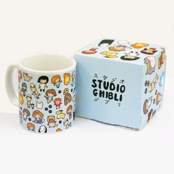 be1a83ed2358 25 idées de cadeaux à offrir aux adorateurs des films du studio Ghibli.  Modèle de Chibi Studio ~ Studio Ghibli ~ Mug et coffret